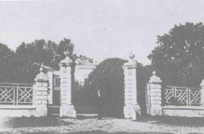 Nuotrauka iš R.Aftanazy knygos. Laikas - apie 1938 m. Gaila, kad šiandieninę tvorą ne pagal šį raštą padarė.